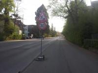 Wieder wird der Radfahrer zum Ausweichen genötigt